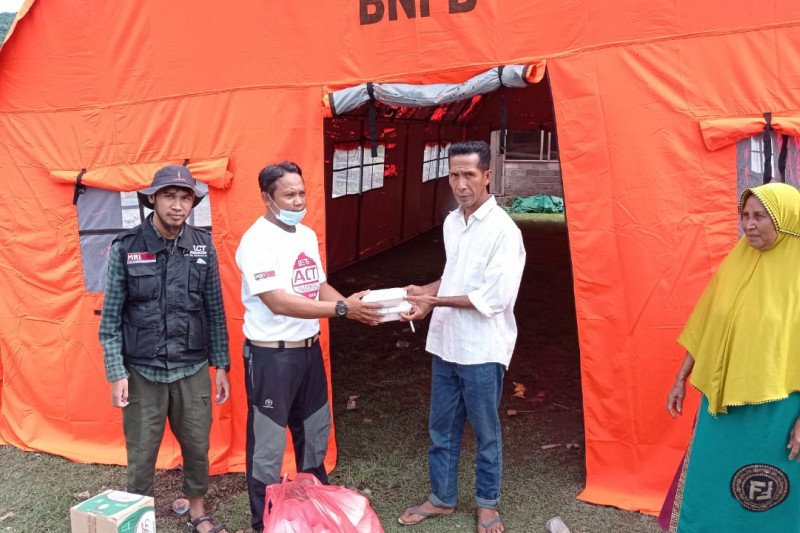 ACT menyalurkan bantuan makanan untuk korban banjir di Dompu