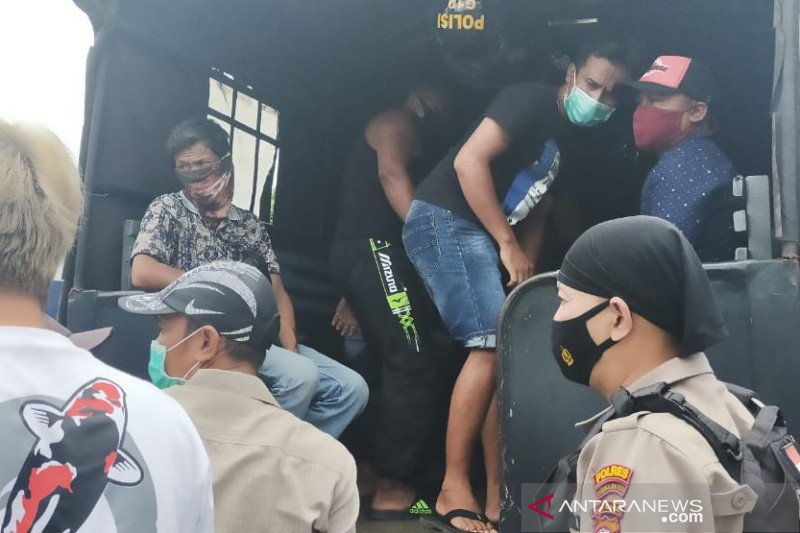 25 penjudi sabung ayam diringkus polisi Tasikmalaya