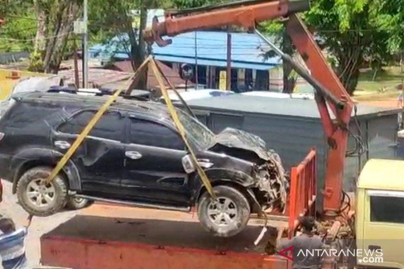 Mobil hantam rumah warga akibatkan empat korban luka