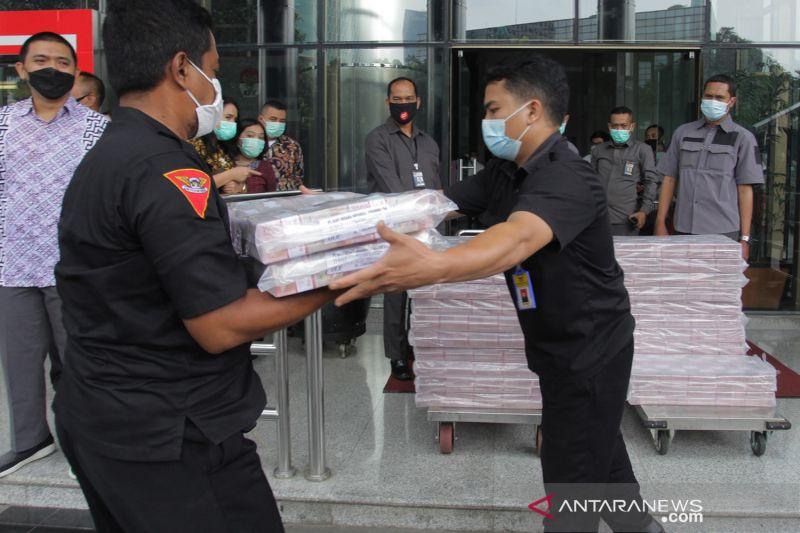 KPK periksa saksi terkait penyitaan Rp52,3 miliar kasus ekspor benur