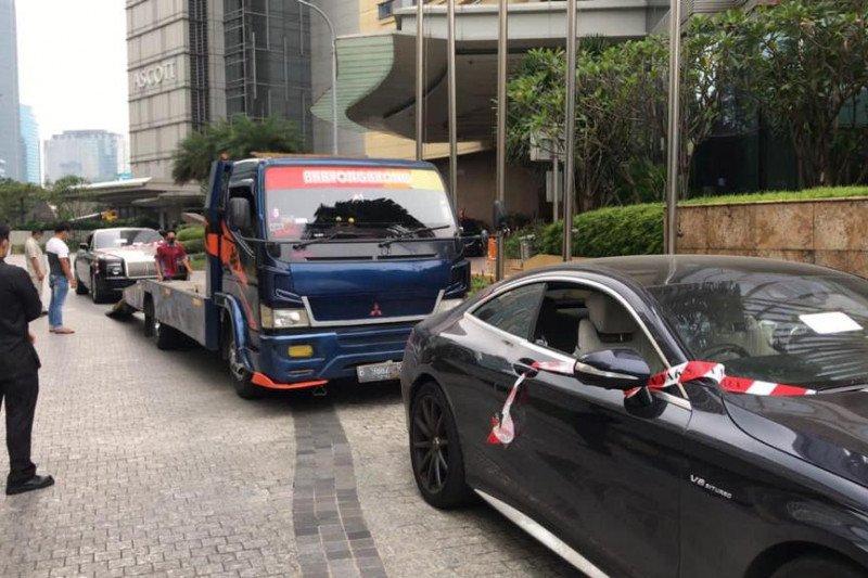 Tiga mobil mewah milik tersangka Asabri dipindahkan