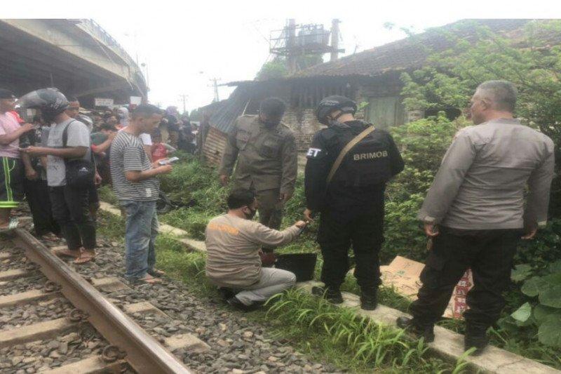 Pengendara sepeda motor tewas ditabrak kereta di bawah fly over Natar