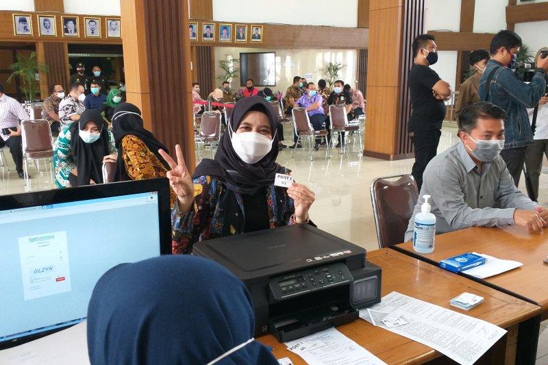 500 orang jalani vaksinasi COVID-19 di kompleks Kantor DPRD Jabar