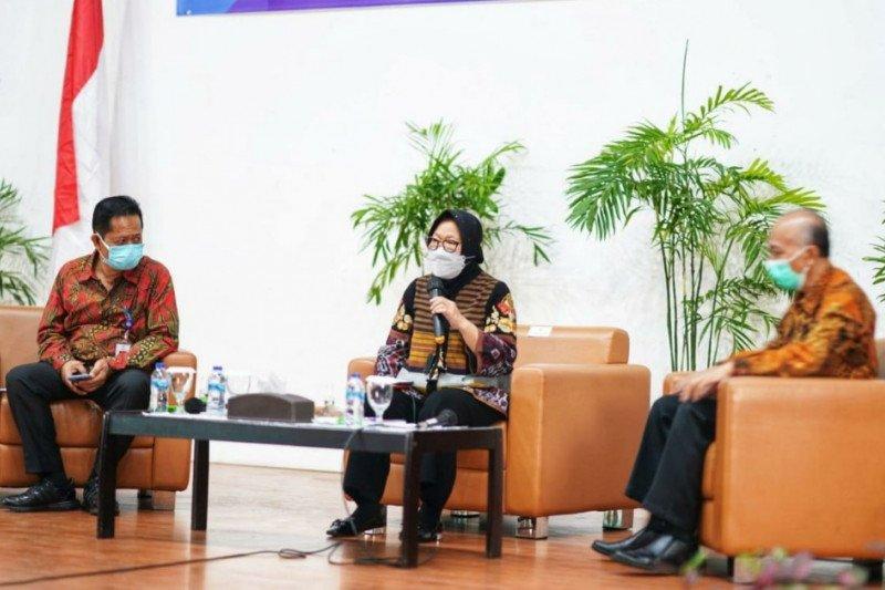 Mensos Risma tantang mahasiswa Poltekesos Bandung selesaikan masalah sosial