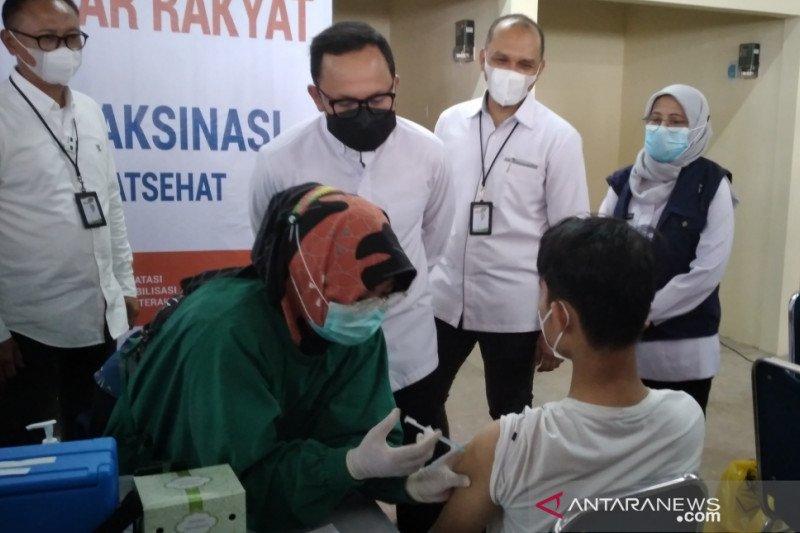 1.800 pedagang Pasar Kebon Kembang Bogor jalani vaksinasi COVID-19