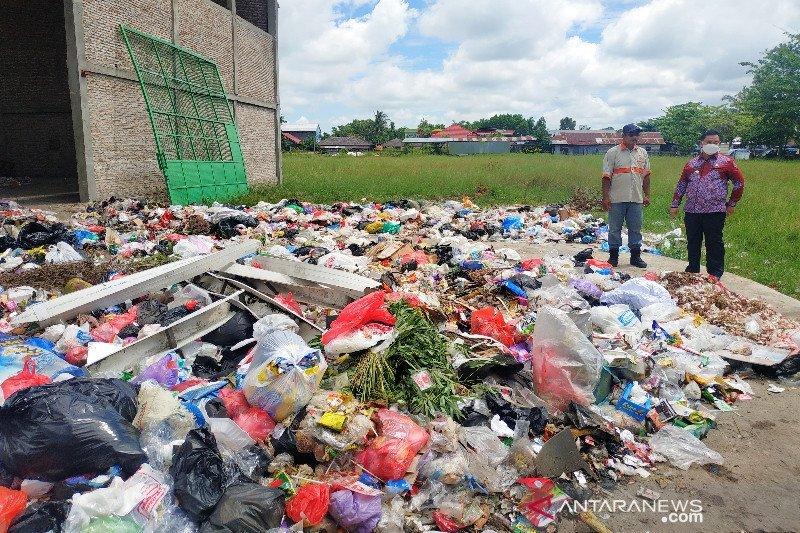Bupati Kotim turun tangan atasi penumpukan sampah akibat mogok kerja