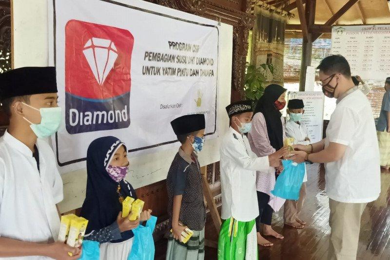 Anak yatim dan dhuafa Bandung dapat bantuan 1.800 kotak susu