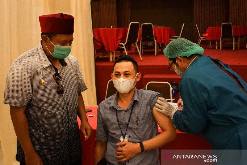 Wagub Jawa Barat ajak masyarakat sosialisasi vaksinasi COVID-19 di medsos