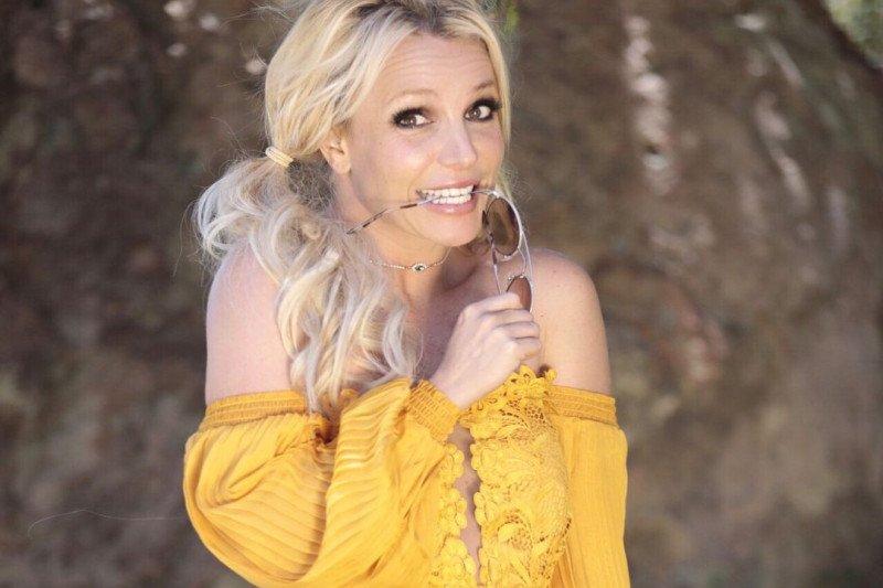 Britney Spears diminta kembali bernyanyi oleh sang ibunda