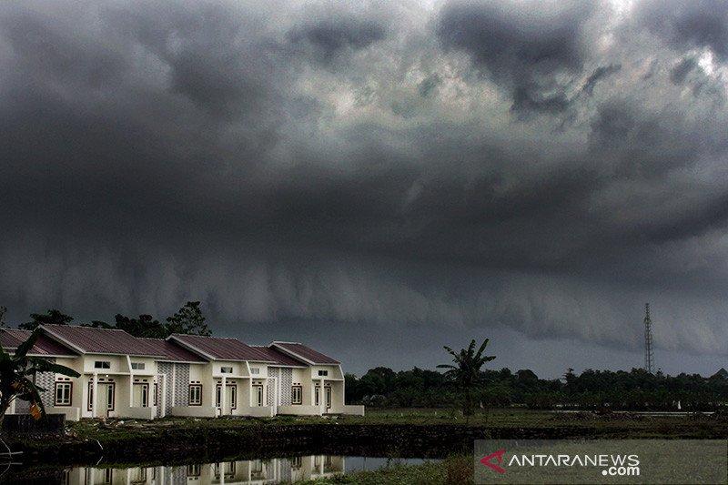 BMKG prakirakan hujan lebat disertai angin melanda Lampung dan provinsi lainnya