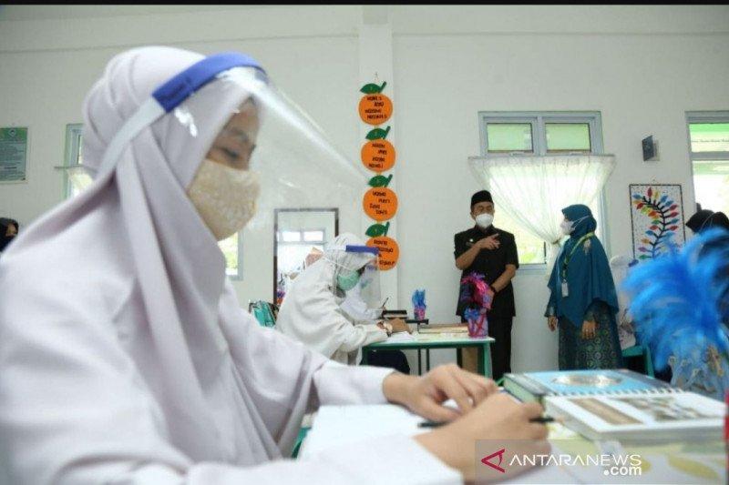 Tinjau belajar tatap muka di Pekanbaru, Gubri: Guru wajib divaksin