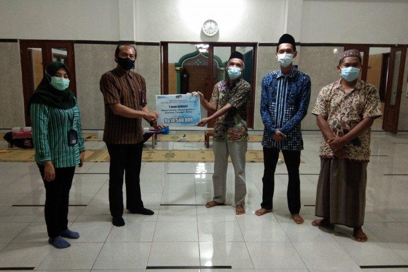 TWC membantu renovasi masjid