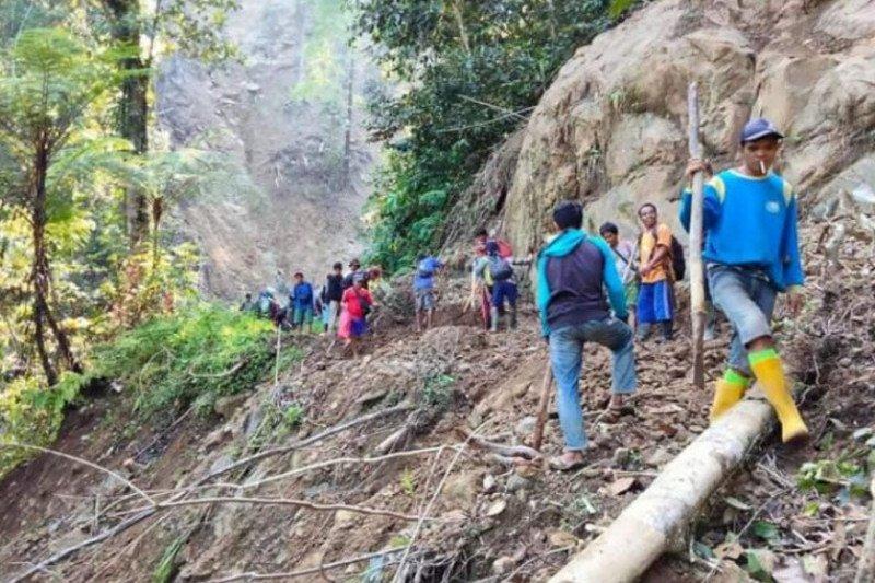 Desa terisolir di Mamuju sudah mulai dilintasi roda dua