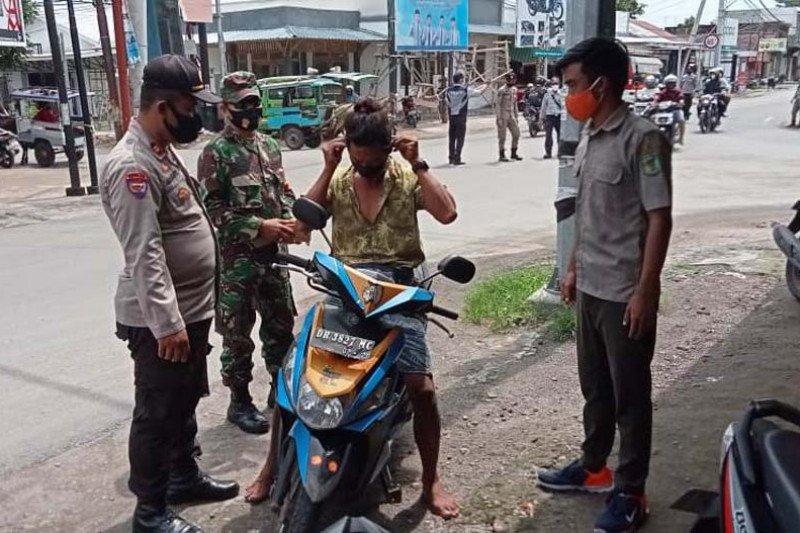 Polres Lotara Polda NTB Gelorakan Kampung Sehat 2 melalui Ops Yustisi
