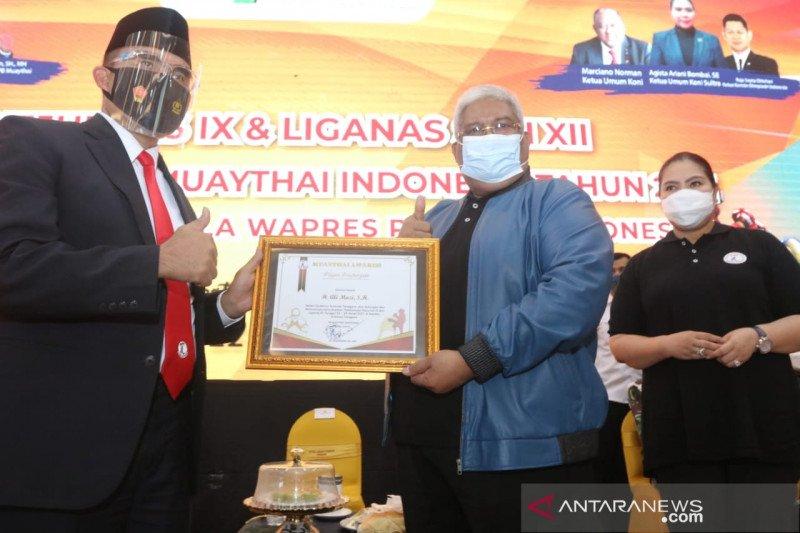 """Gubernur dan Ketua KONI Sultra Terima Penghargaan """"Muaythai Award"""""""