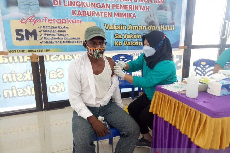 1.500 pegawai Pemkab Mimika mulai terima vaksinasi COVID-19