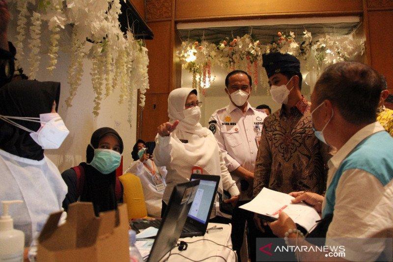 Wamenkes Tinjau Vaksinasi di Pekanbaru
