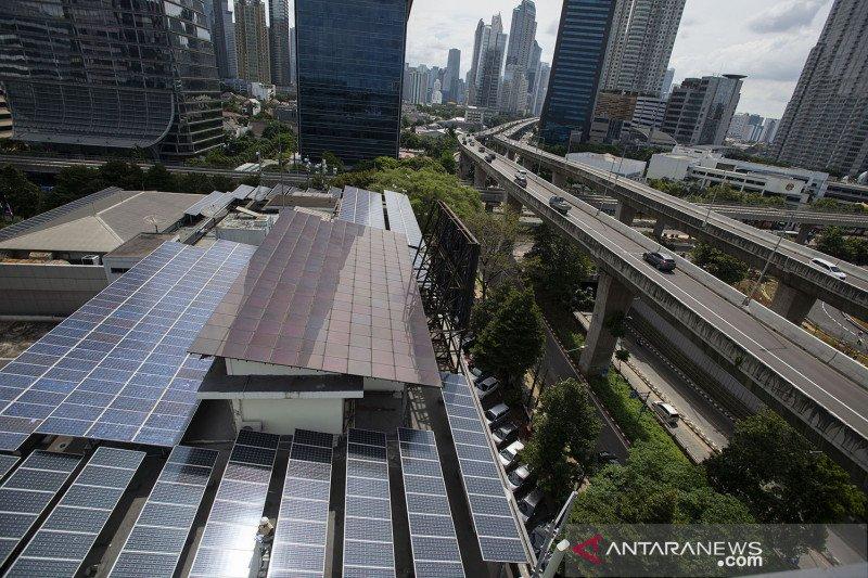 Kemarin, perbankan dukung pembiayaan panel surya sampai IHSG merosot
