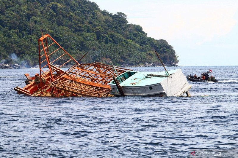 Citra satelit ungkap kapal Vietnam curi ikan di Laut Natuna Utara dengan pukat