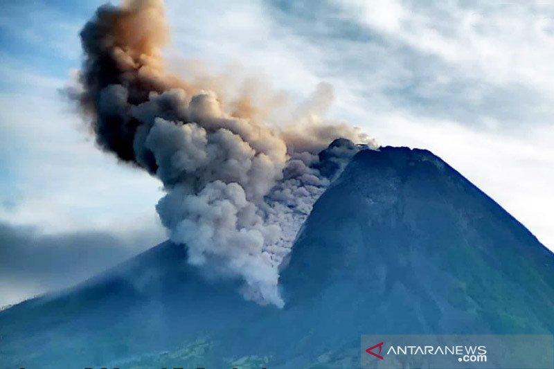 Awan panas guguran Merapi meluncur ke barat daya