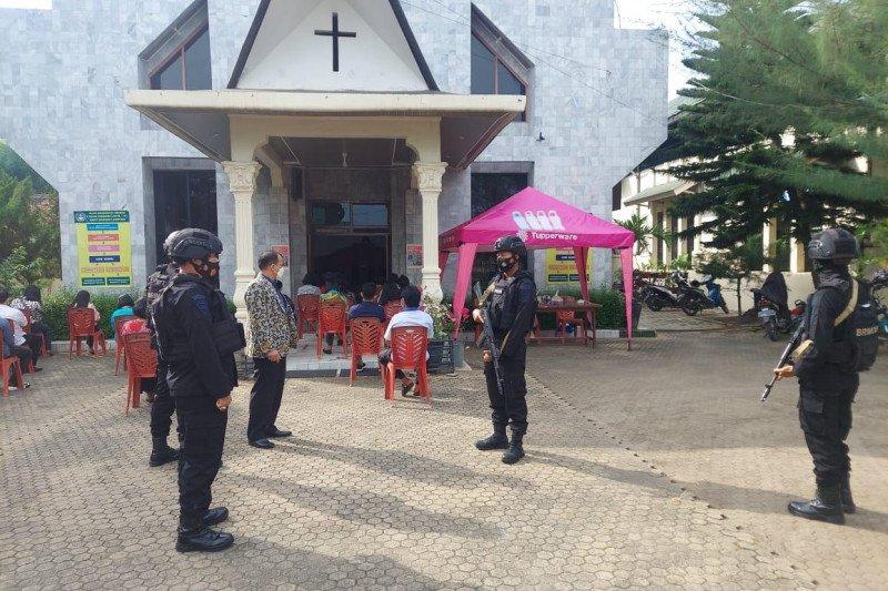 Berita pekan ini - Brimob tingkatkan patroli ke gereja-gereja di Lampung