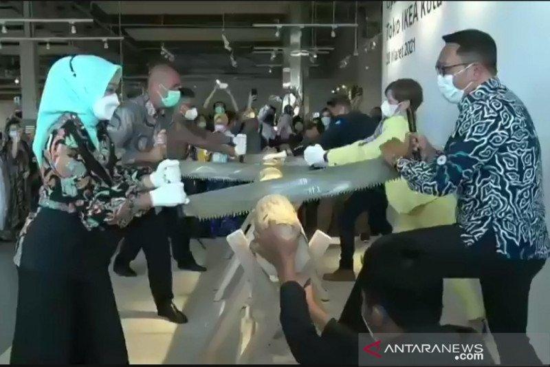 Ridwan Kamil resmikan IKEA Kota Baru Parahyangan Jabar