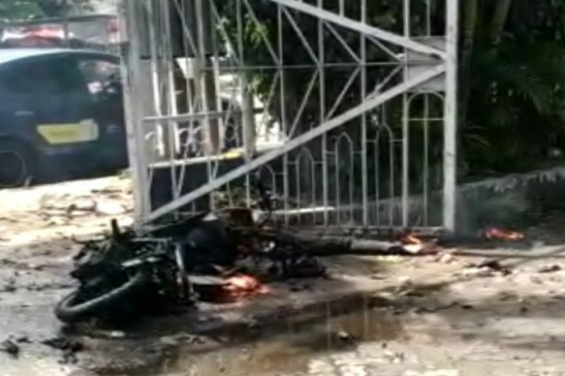 Bomb explodes in Makassar Cathedral Church's entrance