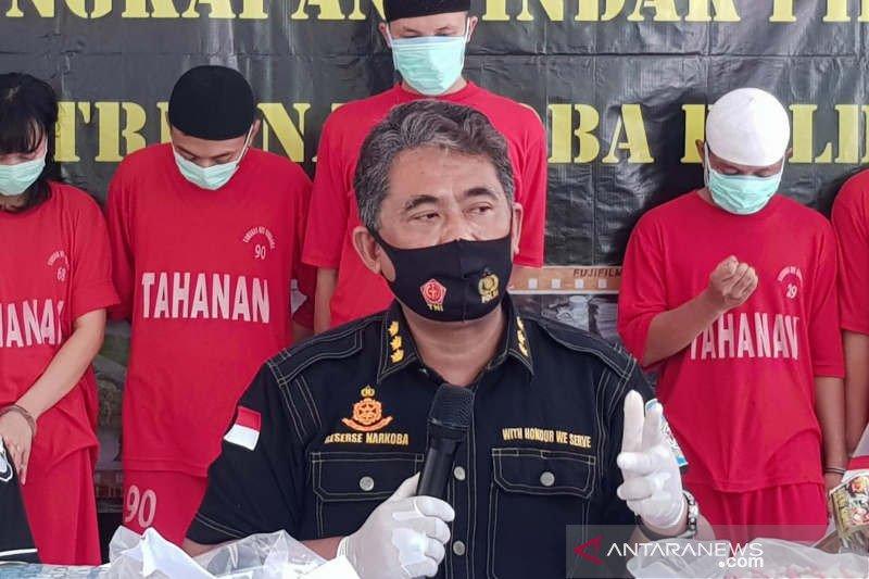 Puluhan pengunjung tempat hiburan di Semarang diangkut petugas karena langgar PPKM