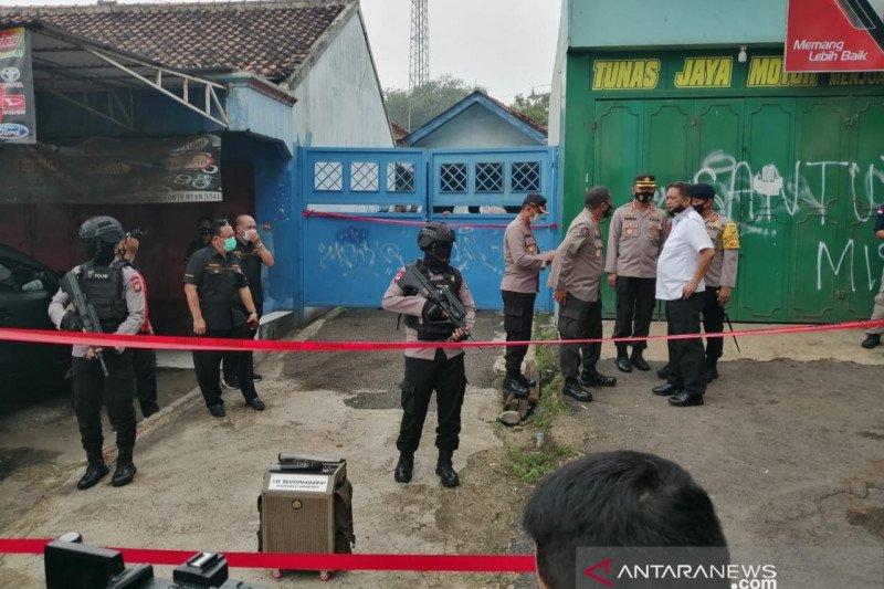 Polisi musnahkan bahan peledak di rumah terduga  teroris Bekasi