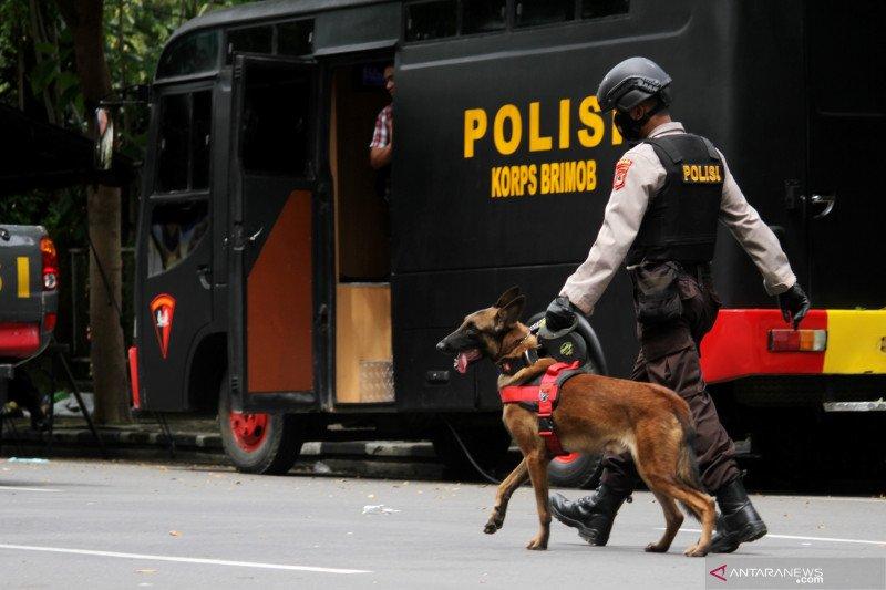 Polri sebut pelaku bom bunuh diri di gerbang Katedral Makassar pasangan suami istri