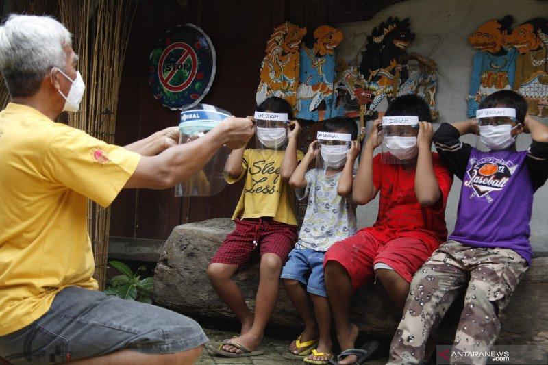 Ganjar wajibkan sekolah pelaksana uji coba PTM lapor tiap hari