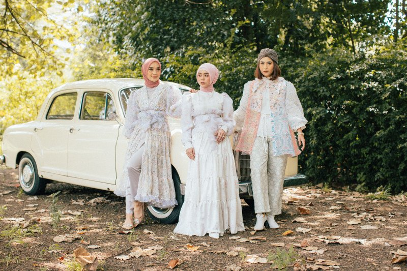 Lesti Kejora kolaborasi dengan brand Sideline untuk koleksi busana lebaran