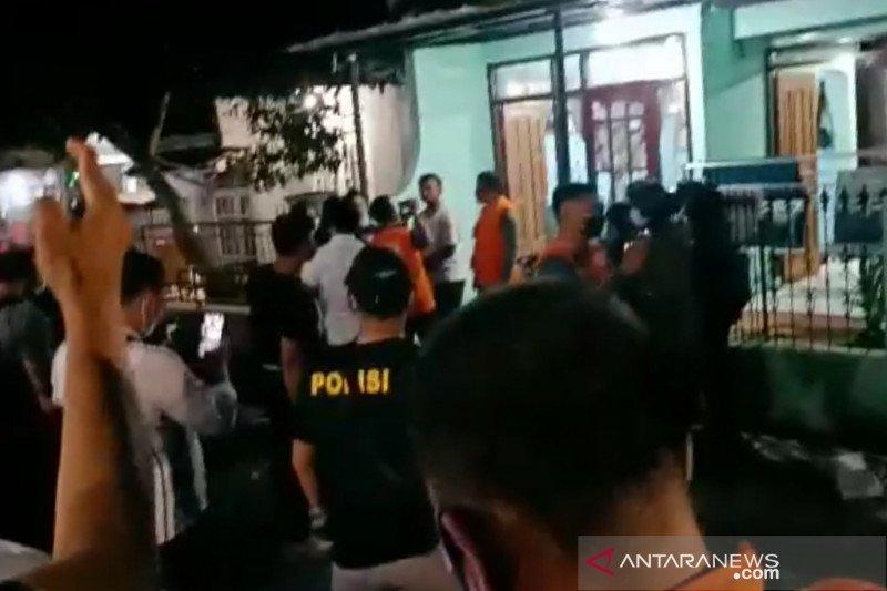 Densus 88 gerebek terduga teroris di Banjaran Bandung