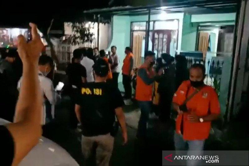 Densus 88 amankan seorang wanita di Banjaran Bandung