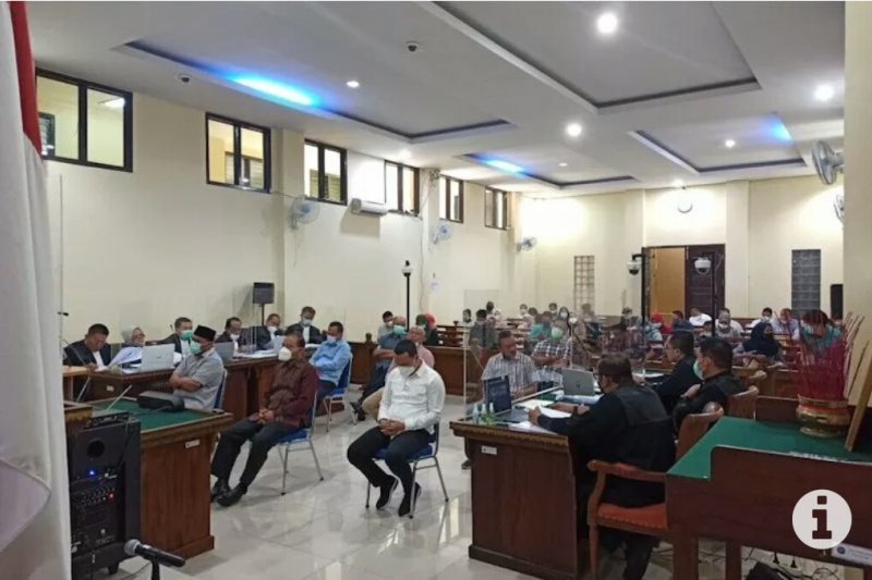"Saksi sebut terdakwa wajibkan rekanan setor ""fee"" proyek"
