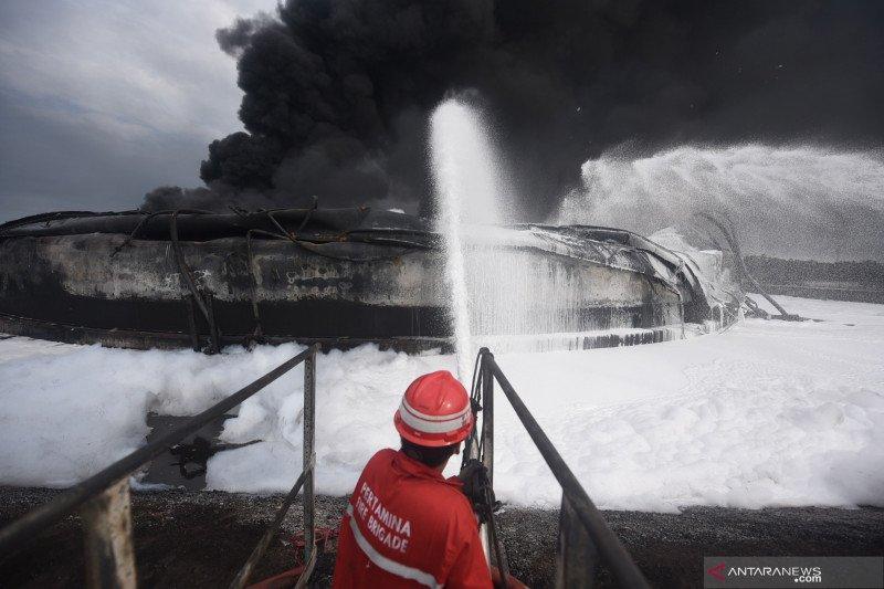 Petir memungkinkan penyebab kebakaran tangki Kilang Balongan