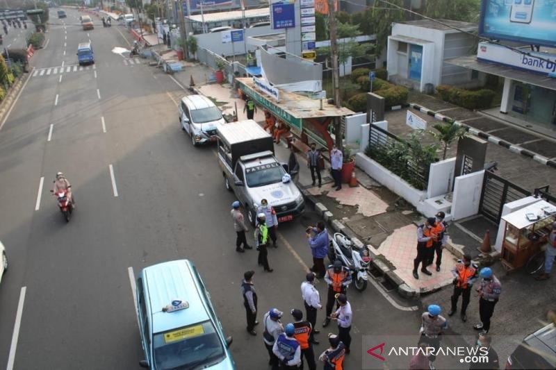 Polrestro dan Dishub Kota Depok tertibkan parkir liar di Jalan Margonda