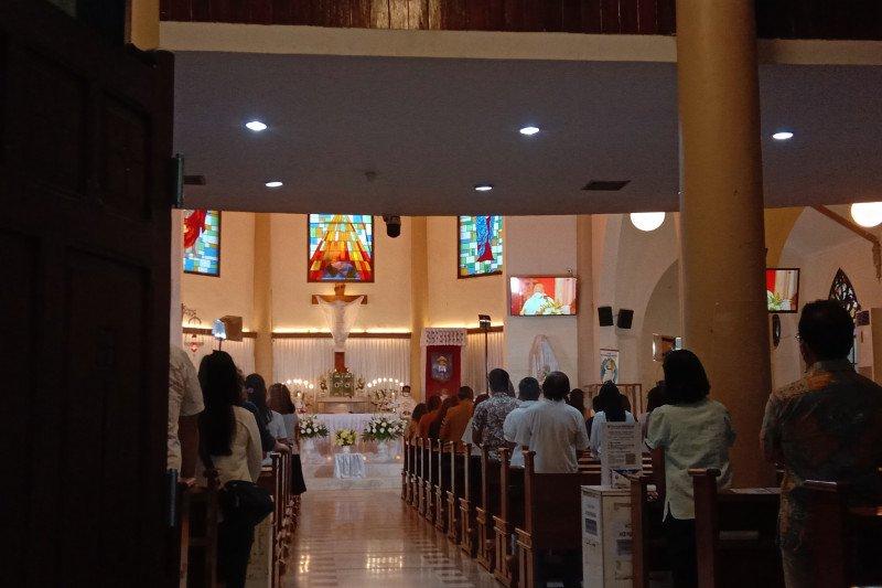 Uskup Agung Makassar: Jemaat penuh haru selamat saat ibadah Kamis Putih