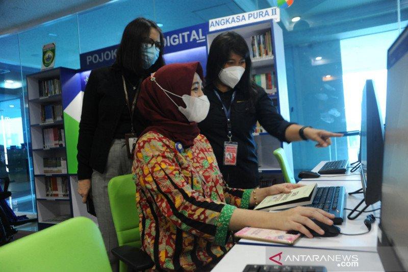 Pojok baca digital di Bandara SMB II Palembang