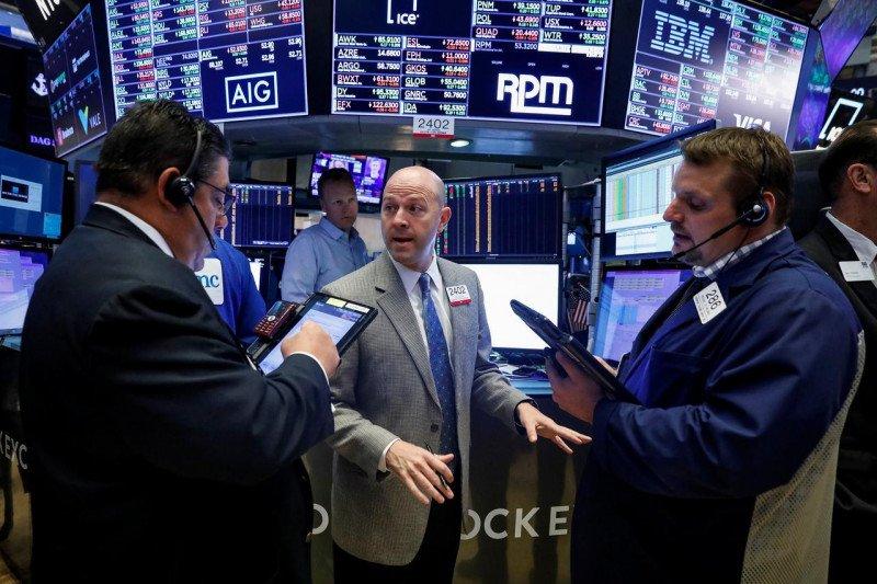 Wall Street jatuh, investor tunggu laporan laba emiten dan data inflasi