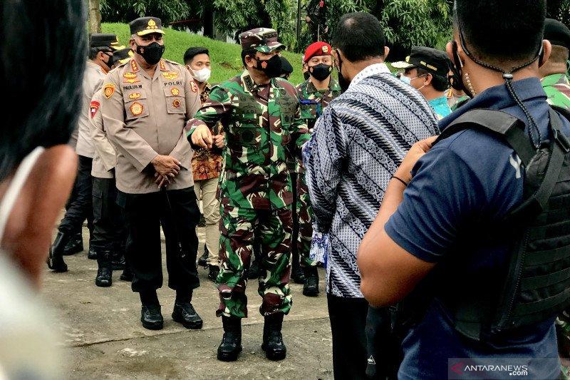 Panglima TNI tinjau pengamanan empat gereja di Makassar terkait antisipasi teror