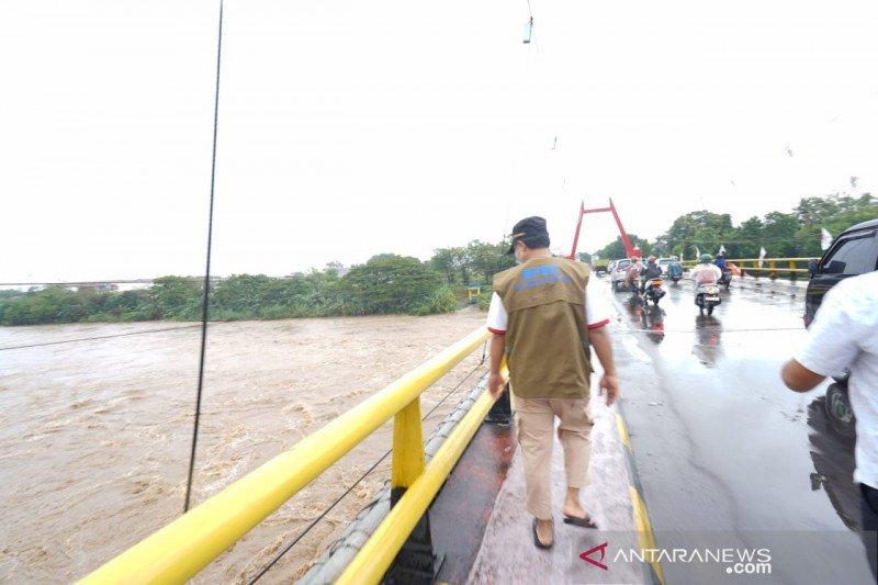 Plt Gubernur Sulsel tinjau ketinggian air Sungai Jeneberang