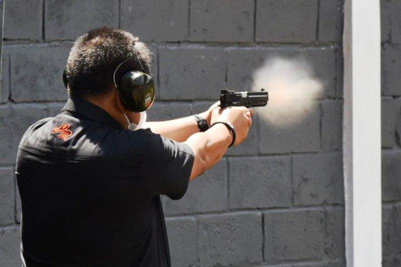 Pemprov Jatim: Perbakin semangati anak muda olahraga menembak thumbnail