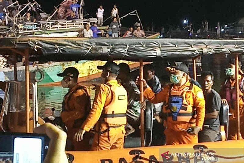 17 ABK Kapal Barokah Jaya dievakuasi bke RS Bhayangkara