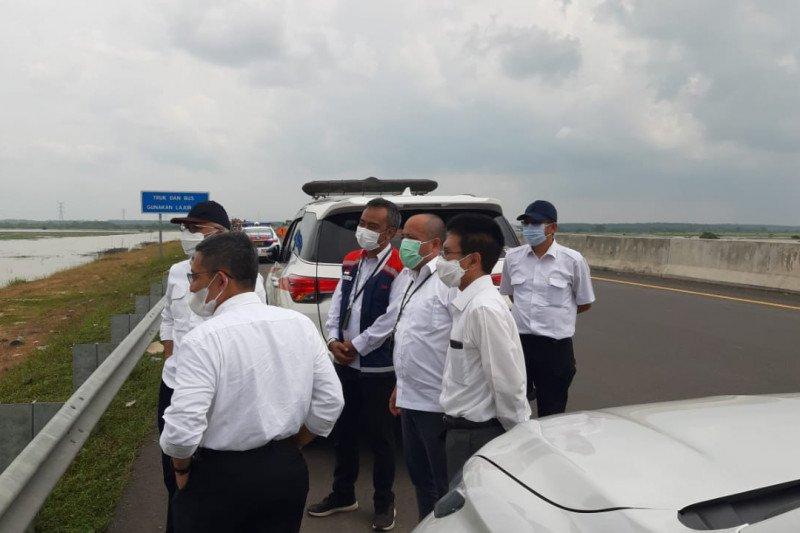 Dirut pt HK cek perbaikan kerusakan jalan tol