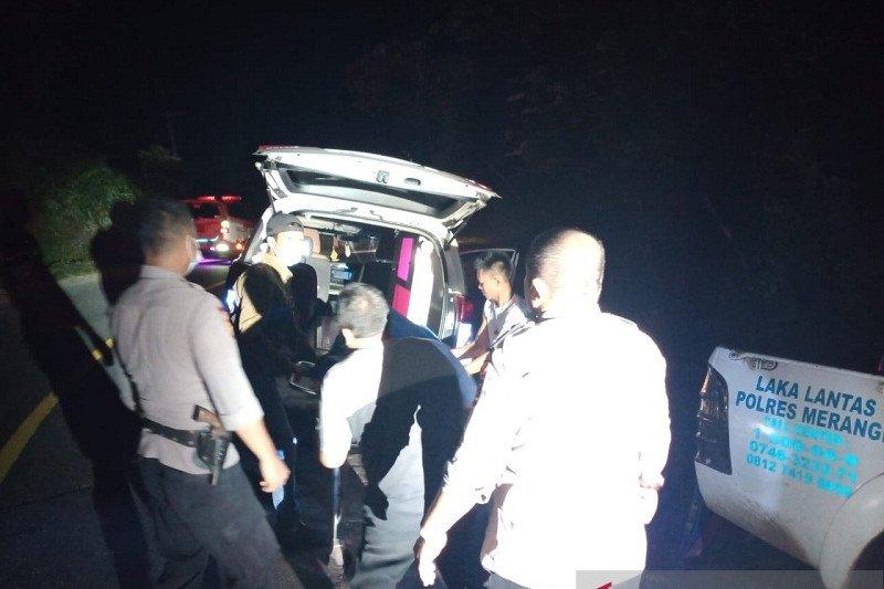 Mobil truk ditumpangi warga Boyolali masuk jurang di Sungai Manau Jambi, satu tewas
