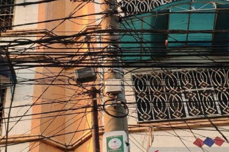 Banyak kabel semrawut di tiang, ini permintaan legislator Dumai
