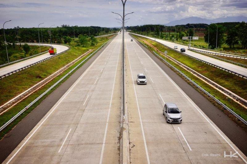 Volume lalu lintas di jalan Tol Trans Sumatera meningkat selama libur Paskah
