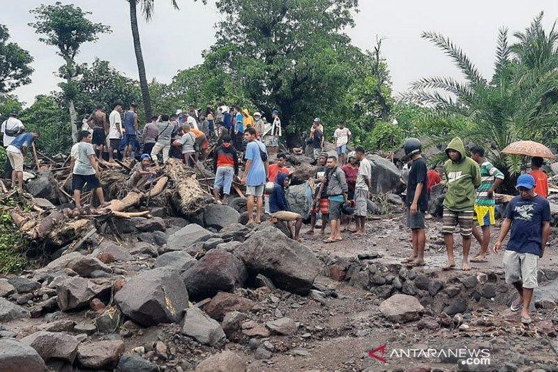 19 orang ditemukan meninggal akibat banjir longsor di Lembata