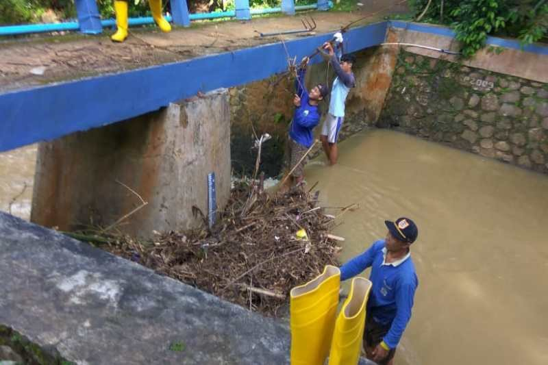 Satgas Proklim  Desa Margoyoso bersihkan sungai